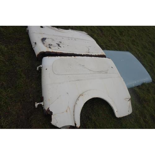 33 - Morris Minor van panels...