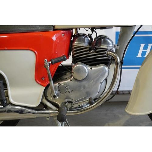 352 - Norton Jubilee 250cc Deluxe motorcycle. 1959. MOT til June 2020. Full V5 history and taxation. Reg. ...