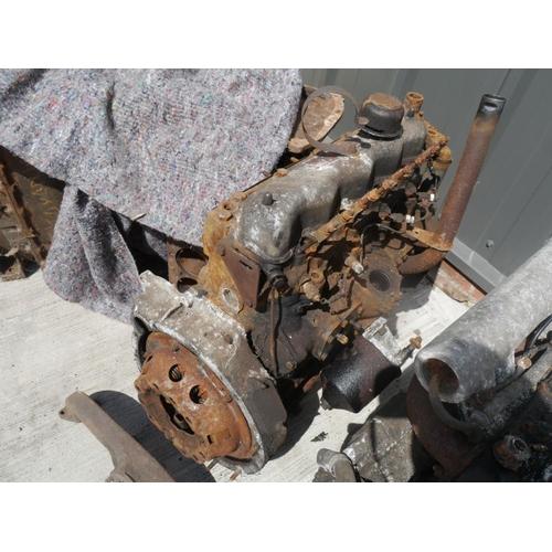 21 - Land Rover engine...