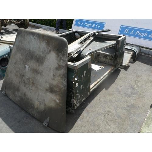 30 - Land Rover short wheel base back end, cab back window, door & bonnet...