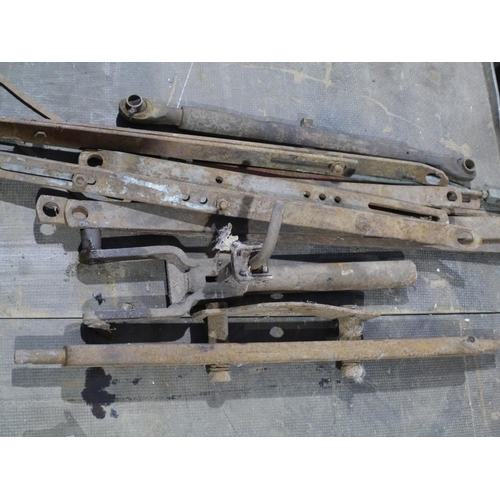 51 - Ferguson link arms & drawbars...