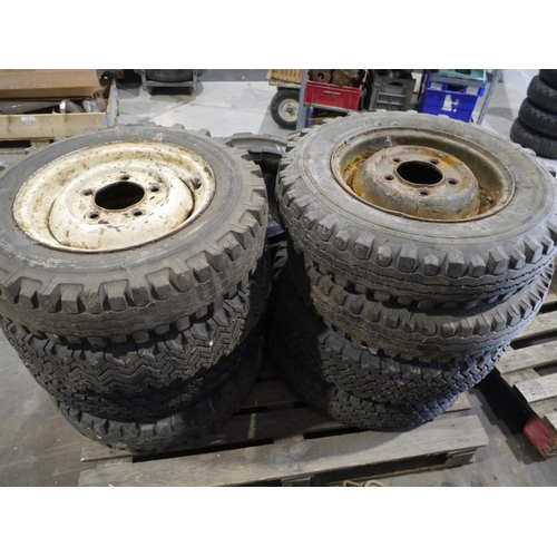 54 - 8 Land Rover wheels & tyres...