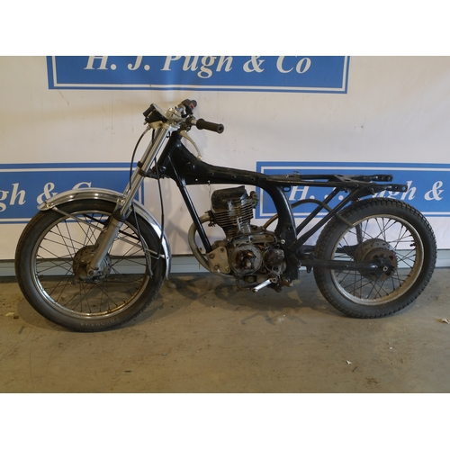 379 - Honda CG125 motorcycle project. Engine turns over. No-1064498. No docs...