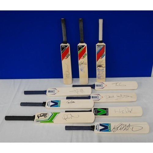 20 - 10 Signed mini cricket bats- Worcestershire county cricket club to include Daryl Mitchell, Moeen Ali...