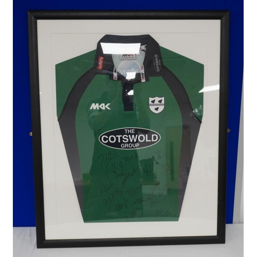 25 - Framed Worcestershire county cricket team shirt signed by a number of players. 2011....