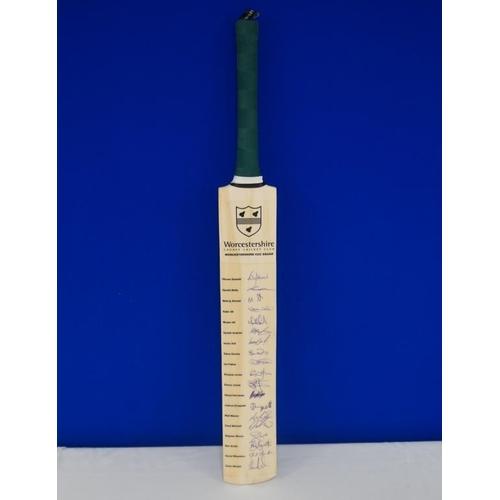 47 - Autographed cricket bat of 2009 Worcester team signed by Simon Jones, K. Ali, Moeen Ali, Solanki, Ba...