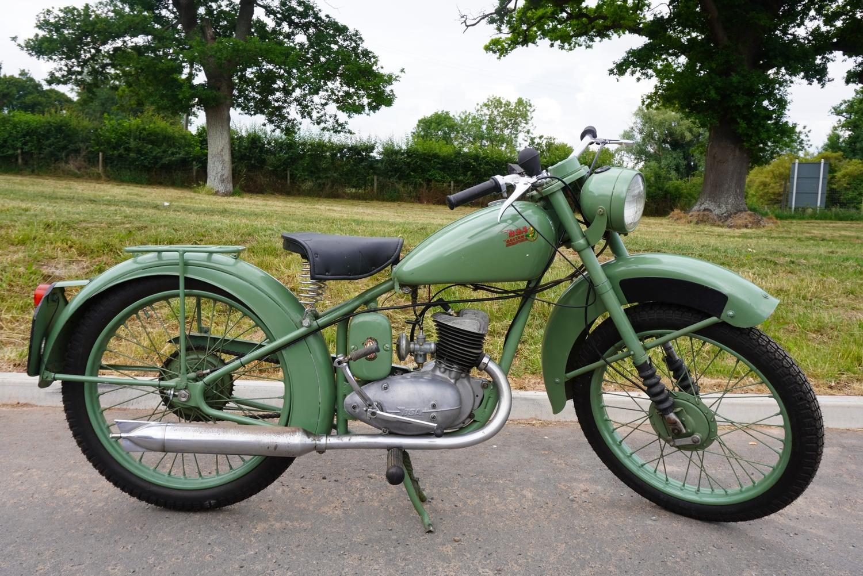 BSA Bantam D1 Hardtail motorcycle. 1950. 125cc. Matching