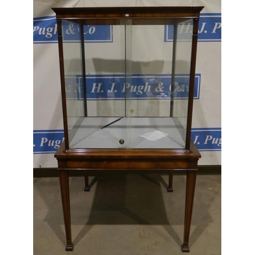 18 - Mahogany display cabinet on legs said to be made by Rackstraws for the Royal Worcester porcelain mus...