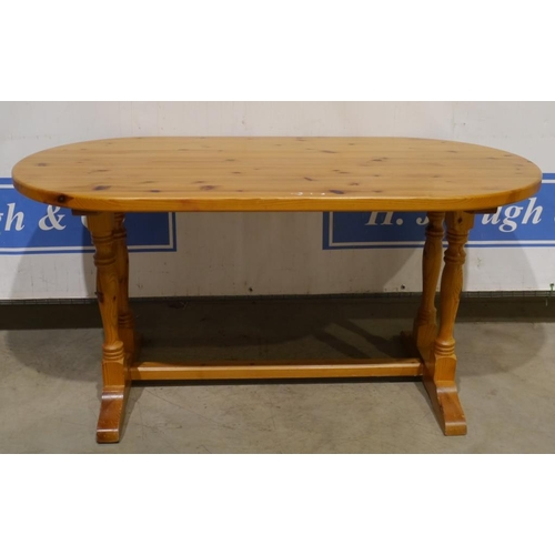 31 - Pine oval dining table 60x29 1/2