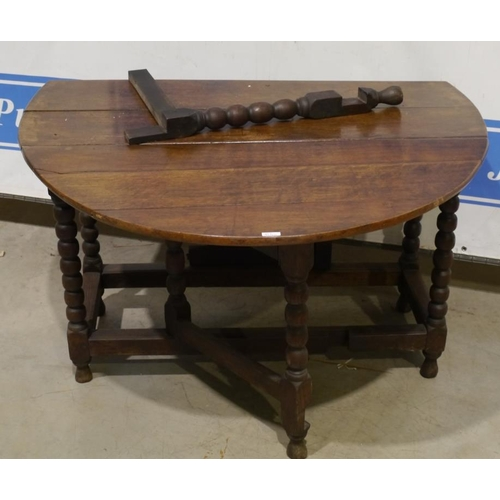 34 - Oak oval gateleg table A/F 57