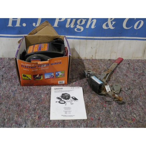 20 - 12V 3000kg Winch and hand puller...