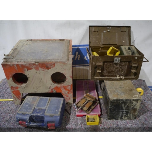 49 - Sand blasting cabinet, boxes, vice etc...