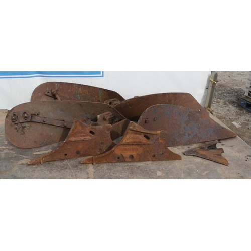12 - Ransomes bodies and parts