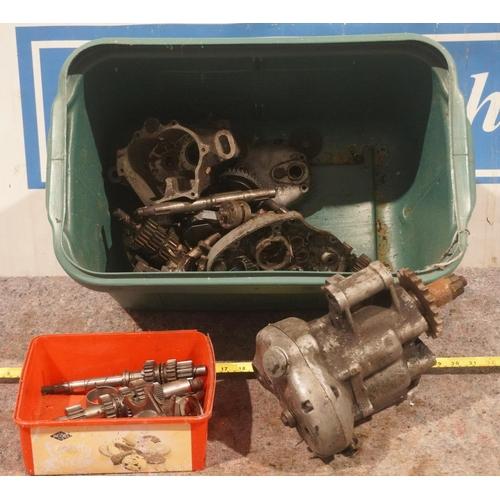 31 - Ariel Burman gearbox parts