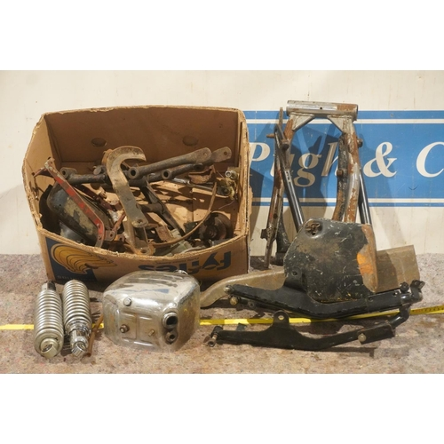 43 - Oil tanks, bars and frame parts