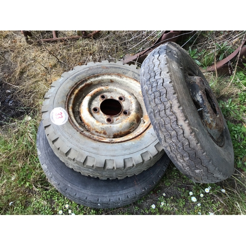33 - 3 Wheels and tyres
