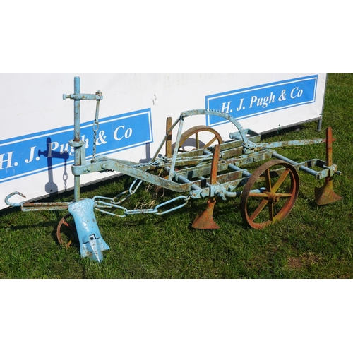 42 - Horse drawn adjustable wheeled cultivator. Possibly Howard