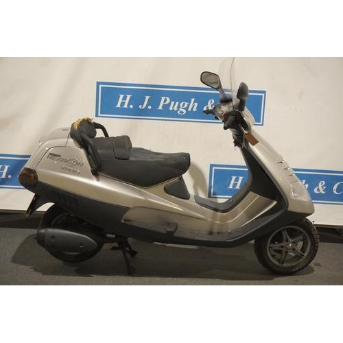 816 - Piaggio Super Hexagon GTX 125 scooter. 2000. HPI clear, 3 owners. Reg. X486 CNY. V5, key