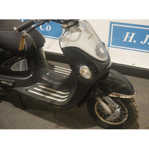 819 - ZNEN ZN125T-E5 moped. 2012. 4083miles. MOT May 2022. 2 owners. Reg. WX12 KHJ. V5, key