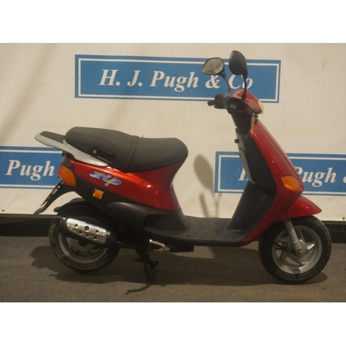 820 - Piaggio Zip 50 Mk1. 1999. 776miles. MOT til 15/5/22. Runs and drives, one previous owner, HPI clear....