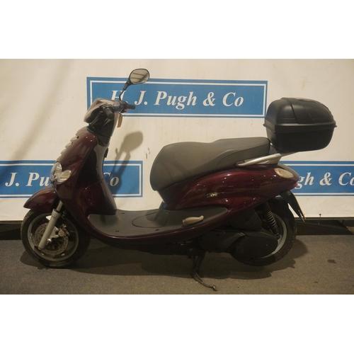831 - Yamaha XN125 TEDS moped. 2005. Runs. MOT Jan 2022. Reg. WU54 FLC. V5, key