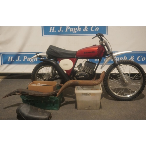841 - Benelli 125 cross/enduro motorcycle project. Wheels and tank in good condition. c/w many parts. No d...