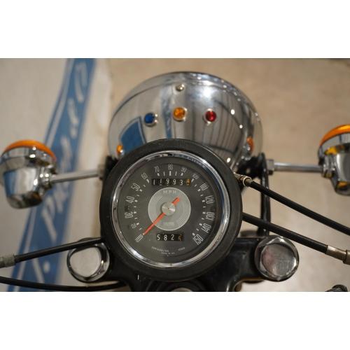 812 - BSA B44 motorcycle. 1968. 440cc. Good compression. Reg. SRR 385F. V5, key