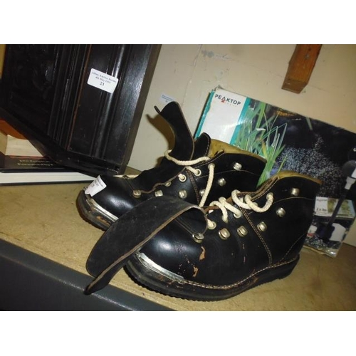 25 - Pair Of Old Leather Ski Boots...
