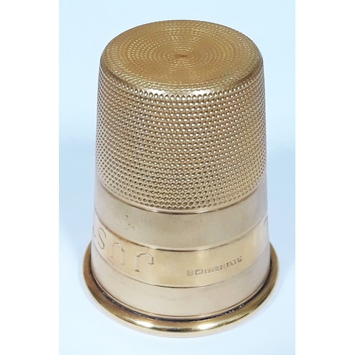 99 - A hallmarked 9ct gold novelty drinking tot modelled as a thimble, inscribed 'Just A Thimble Full', w...