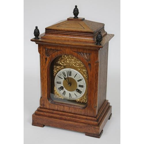 35 - A Junghans oak mantle clock, height 40cm....
