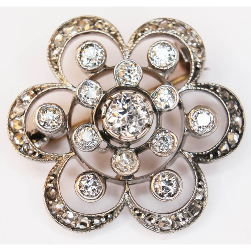 178 - A diamond cluster pendant brooch, unmarked, gross weight 4.1g, diam. 23mm....