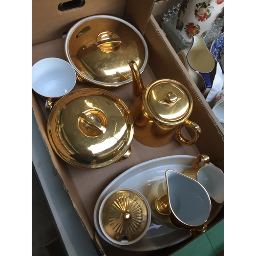 927 - Box of Worcester gold finish kitchen ware...