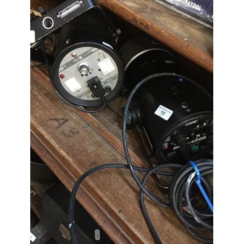 15 - A Bowens Monolite 800E and a Bowens 400D studio flash lamps...