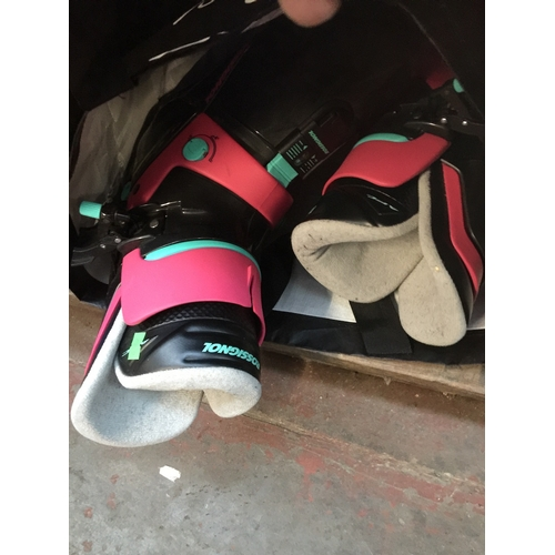 50 - A pair of Rossignol ski boots...