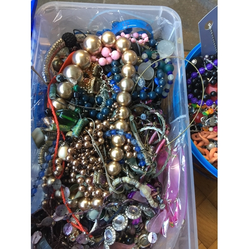 975 - A box of misc costume jewellery...