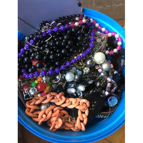 976 - A tub of vintage and modern costume jewellery...