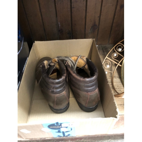 47 - Pair of hiking boots - size 4...
