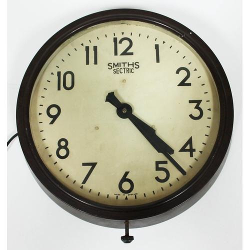 37 - A vintage Smiths Sectric round bakelite wall clock, diam. 37cm....
