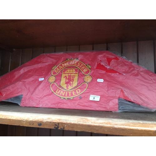 9 - A Man United sign...