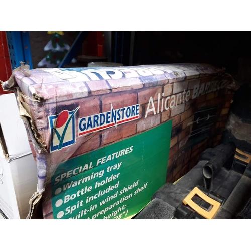 111 - Barbecue in box...