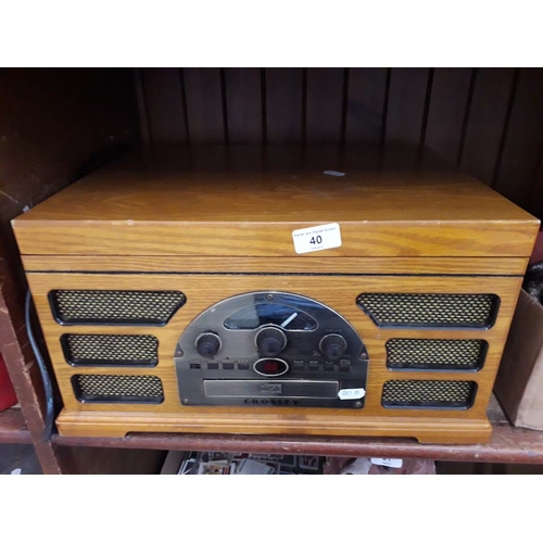 40 - A Crosley disc & CD player...