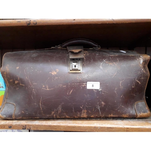 8 - A Gladstone style leather bag...