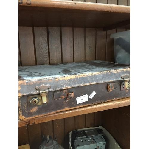 4 - A vintage case...