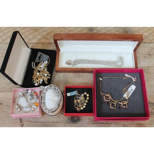 523 - Costume jewellery comprising three items of Pilgrim jewellery, a Links bracelet, Pandora and Tiffany...