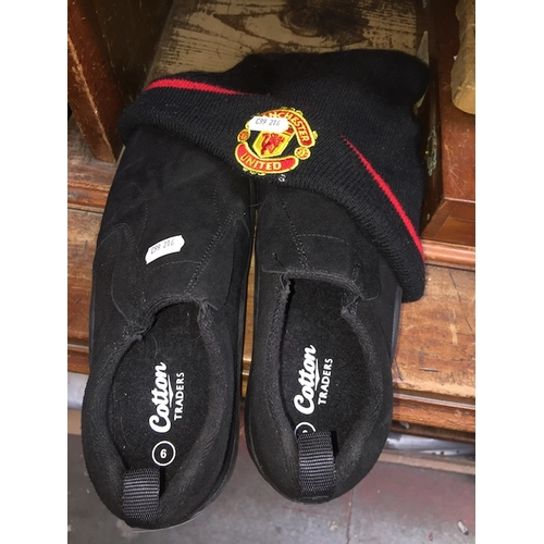 26 - A pair of unworn Cotton Traders shoes - size 9 + Man United hat....