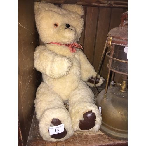 33 - A vintage teddy bear...