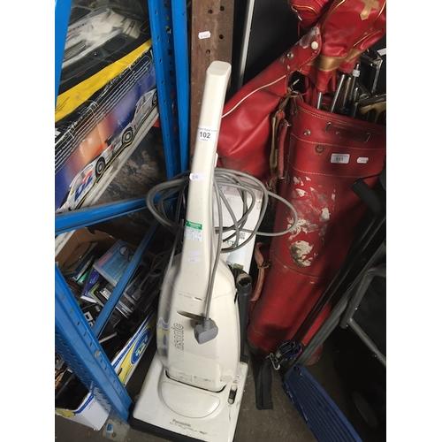 102 - A Panasonic MC-E450 upright vac...