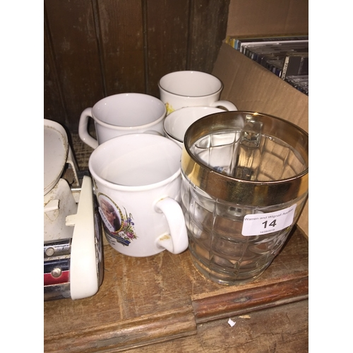 14 - A collection of Royal souvenir mugs and a tankard...