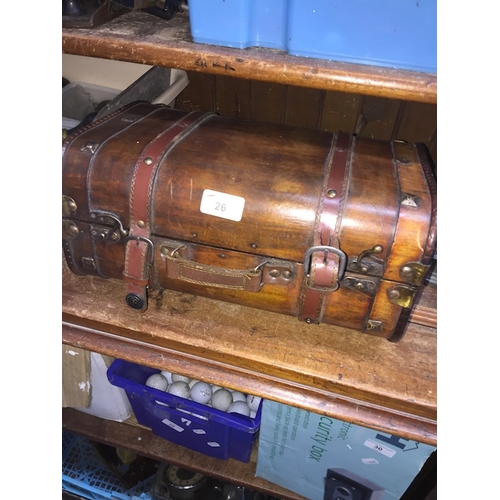 26 - A small wooden trunk / box....