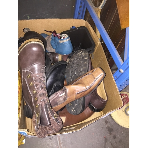88 - A box of misc shoes to include Joe Brown and Gabor....